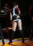 http://img31.imagevenue.com/loc1087/th_49315_celeb-city.org_Rihanna_Z100_Party_Plane_with_DKNY_JEANS_Performance_02-03-2008_015_123_1087lo.jpg