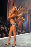 th_98319_Victoria_Secret_Celebrity_City_2007_FS423_123_1141lo.jpg