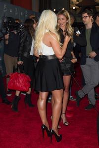 [Fotos+Videos] Christina Aguilera en la Premier de la 4ta Temporada de The Voice 2013 - Página 4 Th_986159758_Christina_Aguilera_86_122_394lo