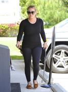 http://img31.imagevenue.com/loc405/th_793730459_Hilary_Duff_heads_to_Pilates_class5_122_405lo.jpg