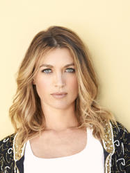Natalie Zea hair color