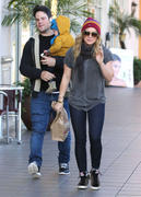 http://img31.imagevenue.com/loc434/th_290807875_Hilary_Duff_Western_Bagel_Studio_City21_122_434lo.jpg