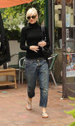 http://img31.imagevenue.com/loc442/th_46209_Gwen_Stefani_at_Planet_Nails_in_West_Hollywood4_122_442lo.jpg