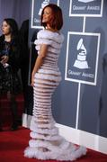 http://img31.imagevenue.com/loc484/th_04339_Rihanna_53rdGrammyAwards_130211_001_122_484lo.jpg
