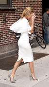 http://img31.imagevenue.com/loc500/th_777491178_Blake_Lively_at_The_Late_Show_with_David_Letterman8_122_500lo.jpg