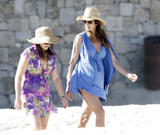 Cindy Crawford | Candids on the Beach in Los Cabos | December 19 | 8 pics