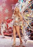 th_00903_Victoria_Secret_Celebrity_City_2007_FS521_123_647lo.JPG