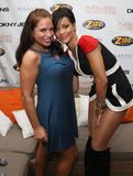 http://img31.imagevenue.com/loc648/th_50241_celeb-city.org_Rihanna_Z100_Party_Plane_with_DKNY_JEANS_Backstage_02-03-2008_004_123_648lo.jpg