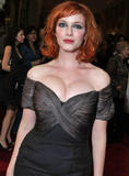 Christina Hendricks How does she not keep tipping over? Foto 40 (�������� �������� ��� ��� �� ������� �������������? ���� 40)