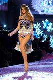 th_22429_Angela_Lindvall-Victorias_Secret_Fashion_Show_2005-11-09-2005-Ripped_by_kroqjock-HQ5_122_904lo.jpg